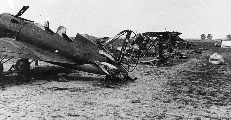 Захваченный советский аэродром в Украине.