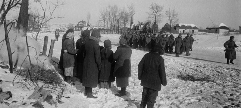 Колонны немецких военнопленных под Сталинградом. 1942 г.