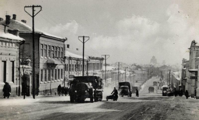 Немецкие войска на улице Ленина. 3 октября 1941г.