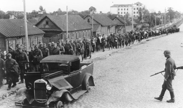Советские военнопленные в Минске.