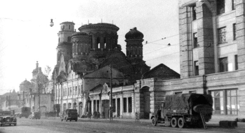 Немецкие войска входят в город. 3 октября 1941г.