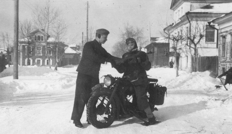 Немецкие солдаты в оккупированном Ржеве. Декабрь 1941 г.