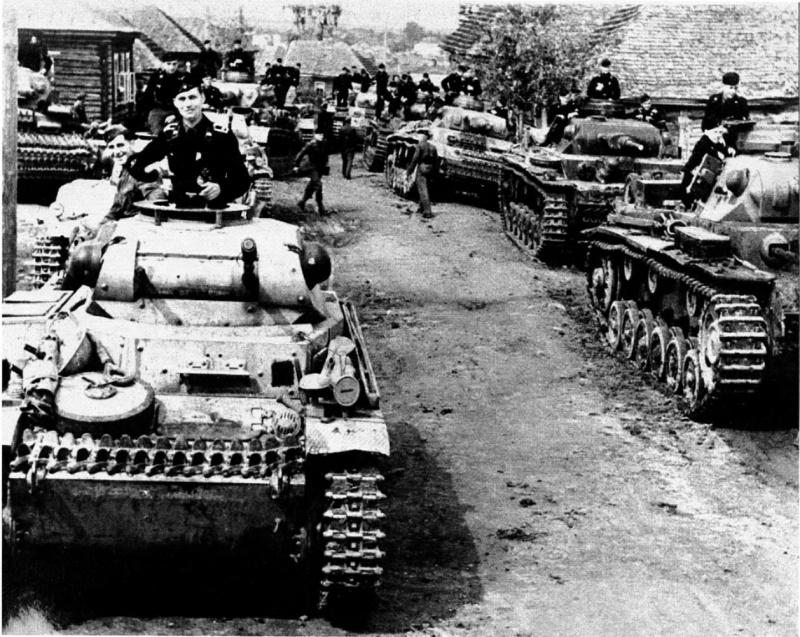 Немецкие танки в районе Ржева. 1941 г.