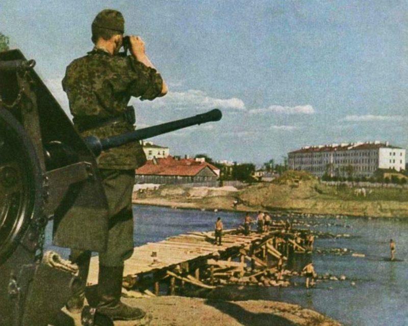 Наведение моста. Август 1941 г.