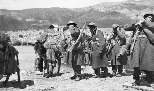 Австралийский батальон во время отступления из северной Греции. Апрель 1941 г.