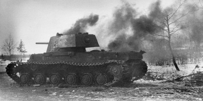 Подбитый танк КВ-1 у Ржева. Февраль 1942 г.