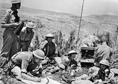 Командный пункт 12-я батареи во время действия против французов в Мерджаюне, недалеко от Сиамы. 10 июня 1941 г.