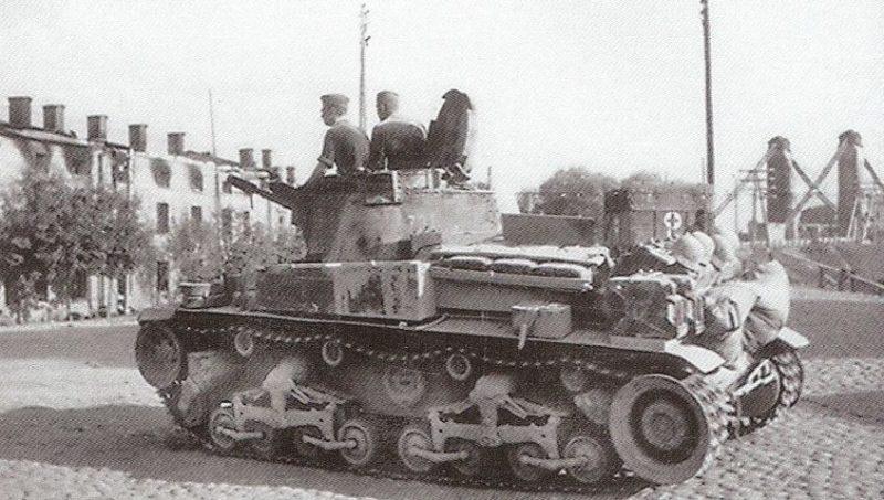 Немецкие войска входят в город. 8 июля 1941 г.