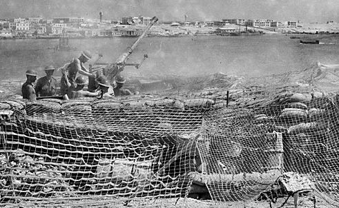 Зенитное орудие в гавани Тобрук. 15 сентября 1941 г.