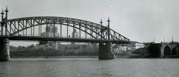 Взорванный мост Красной Армией в Пскове. Июль 1941 г.