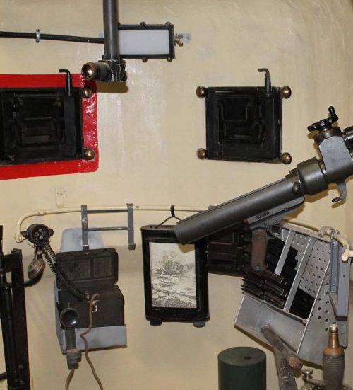 Бронеколокол изнутри с установленным 50-мм гранатометом.