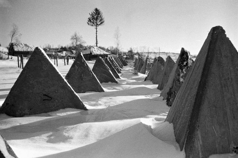 Советские противотанковые заграждения под Новгородом. 1941 г.