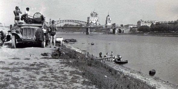 Прикрытие переправы зенитным орудием. 9 июля 1941 г.