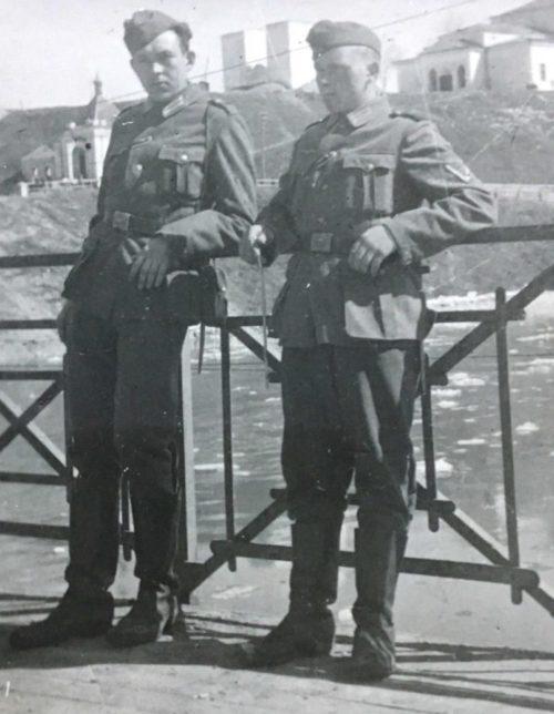 Немцы на разрушенном Старом мосту. 1942 г.