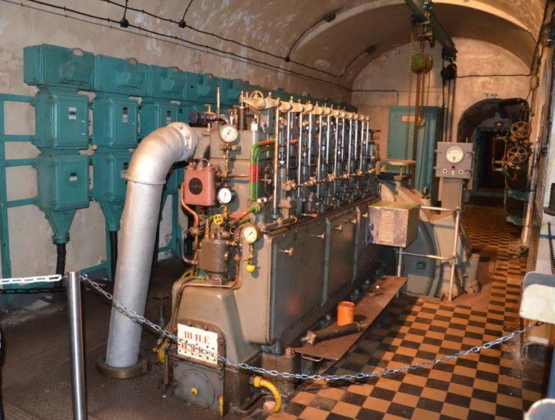 Один из дизельных двигателей форта.