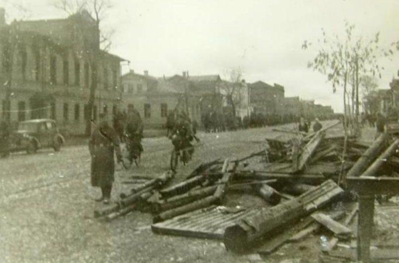 Улицы города в оккупации. Март 1942 г.