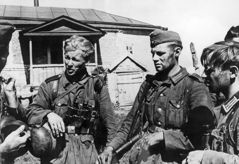 Солдаты Вермахта на позиции под Воронежем. Август 1942 г.