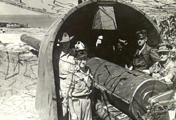 Орудия береговой батареи Leighton. 18 февраля 1942 г.
