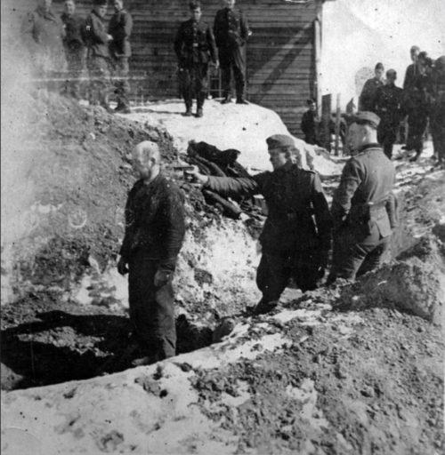 Немцы расстреливают военнопленных. Январь 1942 г.