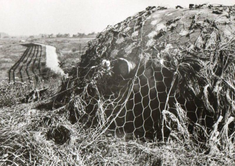 Замаскированные бронебашни во время войны.
