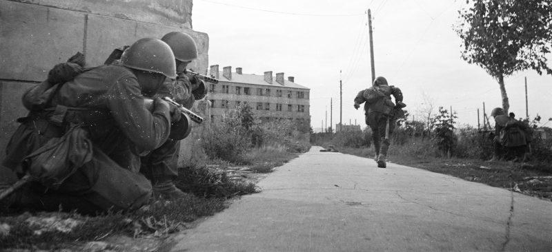 Бой в городе. Октябрь 1942 г.