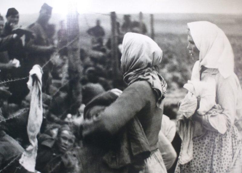 Полевой лагерь советских военнопленных. Июль 1941 г.
