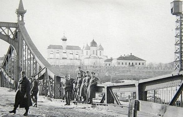 Город в оккупации. 1942 г.