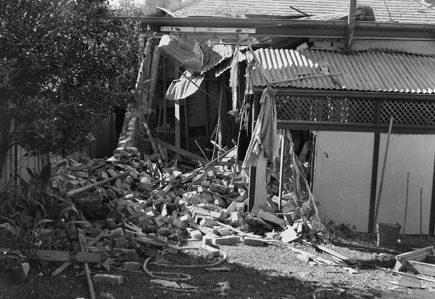 Разрушения в Сиднее после японской атаки. 31 мая 1942 г.