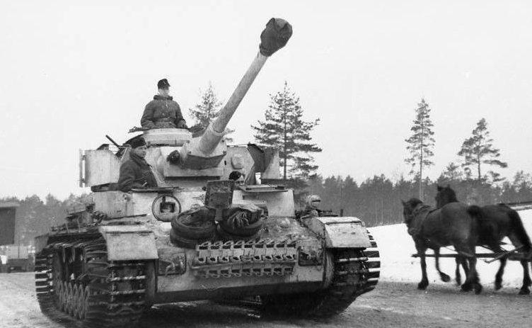 Немецкий танк у Новгорода. Январь 1944 г.