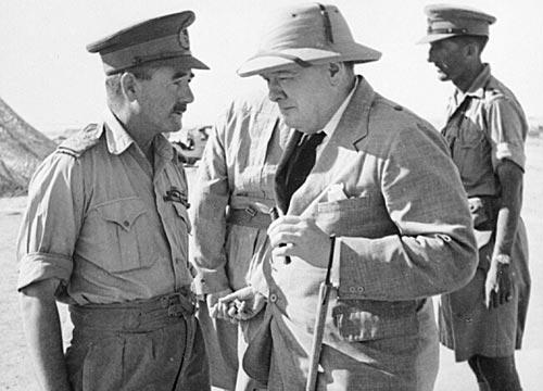 Генерал-майор Лесли Морсхед, командующий 9-й австралийской дивизией с премьер-министром Великобритании Уинстоном Черчиллем в Эль-Аламейне. 5 августа 1942 г.