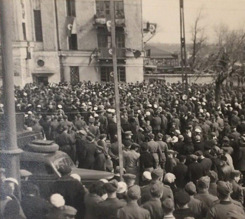 1 мая в оккупированном городе. 1942 г.