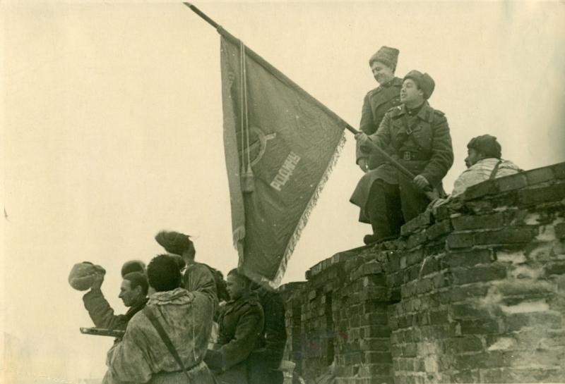Красное Знамя освобождения над Новгородом. 20 января 1944 г.