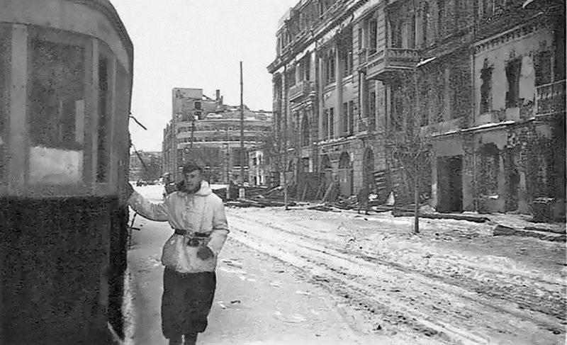 Улицы оккупированного города. 1942 г.
