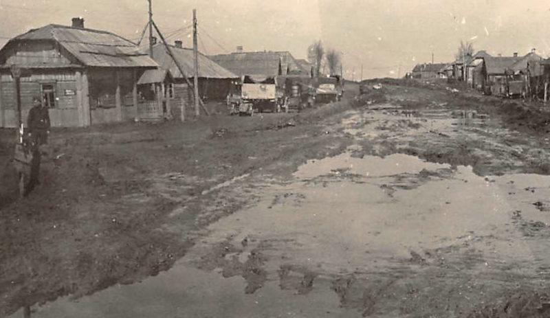 Городские улицы. Осень 1942 г.