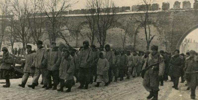 Немецкие военнопленные, захваченные у Новгорода. Январь 1944 г.