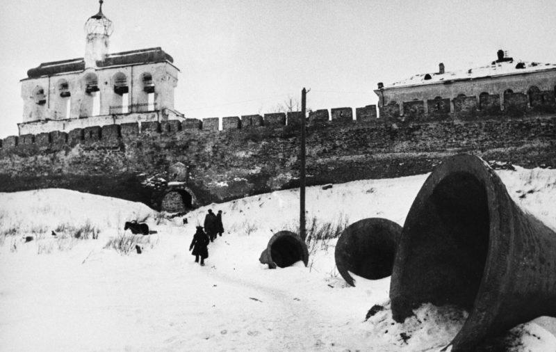 Колокола разрушенного храма. Февраль 1944 г.