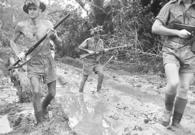 Австралийский пехотный патруль в Милн-Бэй. Октябрь 1942 г.