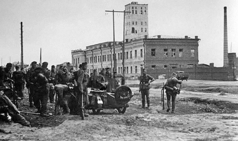 Немцы у пивзавода. 1942 г.
