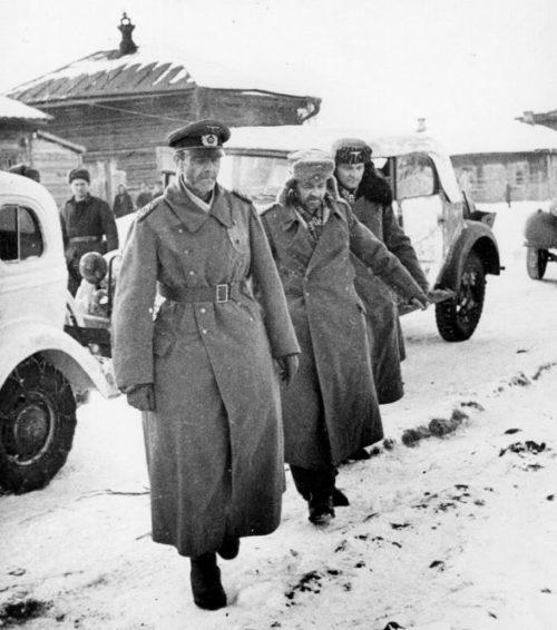 Генерал-фельдмаршал Фридрих Паулюс, начальник его штаба генерал-лейтенант Артур Шмидт и его адъютант Вильгельм Адам после сдачи в плен. Бекетовка, штаб советской 64-й армии. 1943 г.