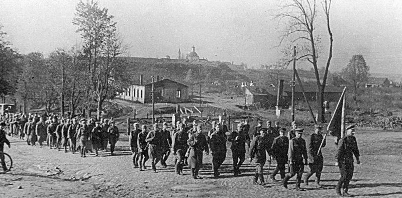 Стрелковый полк майора Елизарова вступает в Рославль. 25 сентября 1943 г.