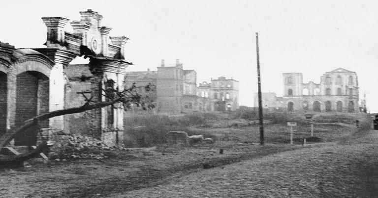 Руины города. Октябрь 1943 г.