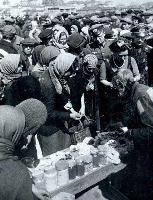 Рынок в Орле. Апрель 1943 г.