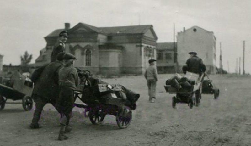 Дети на заработках. Май 1943 г.