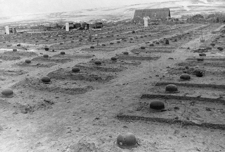 Немецкое кладбище в селе Городище. Март 1943 г.