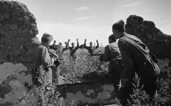 Немцы сдаются в плен южнее Воронежа. 1942 г.