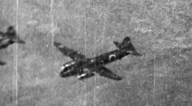 Японские средние бомбардировщики «Mitsubishi G4M2» над Дарвином. Июнь 1943 г.
