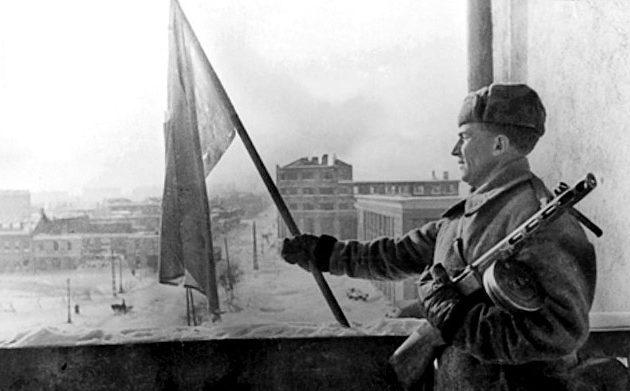 Красный флаг над гостиницей «Воронеж». 25 января 1943 г.