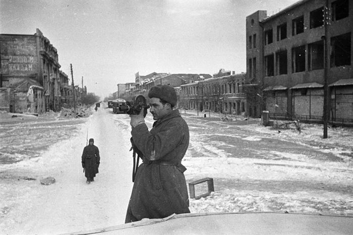 Фронтовой корреспондент в освобожденном городе. 25 января 1943 г.
