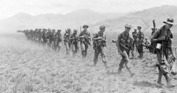 Австралийские солдаты выходят из долины Раму в Финистеррес. 5 октября 1943 г.