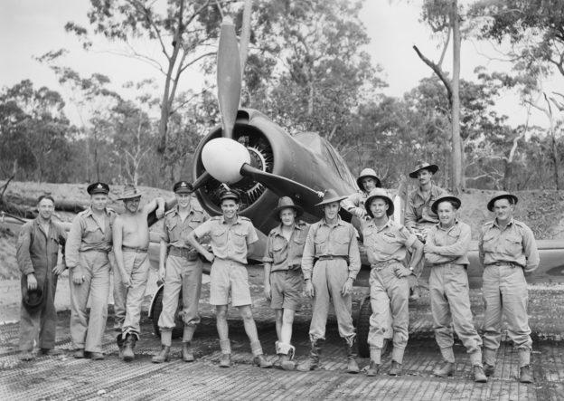 Пилоты 83-й эскадрильи. Остров Миллингимби. 21 ноября 1943 г.